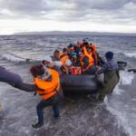 У берегов Турции спасены 100 беженцев