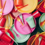 Евросоюз запретил использование одноразовой пластиковой посуды