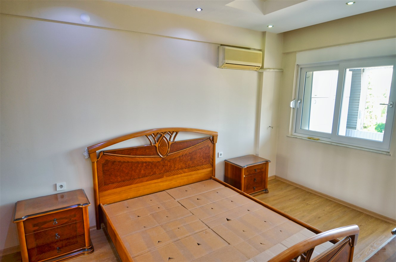 Четырёхкомнатная квартира с отдельной кухней в центральном районе Антальи - Фото 11