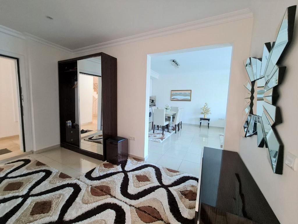 Просторную трёхкомнатную квартиру с мебелью и бытовой техникой - Фото 7