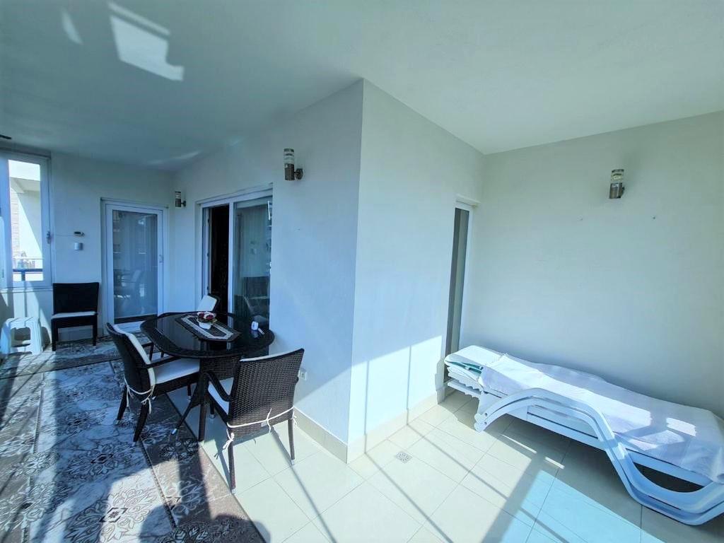 Просторную трёхкомнатную квартиру с мебелью и бытовой техникой - Фото 21