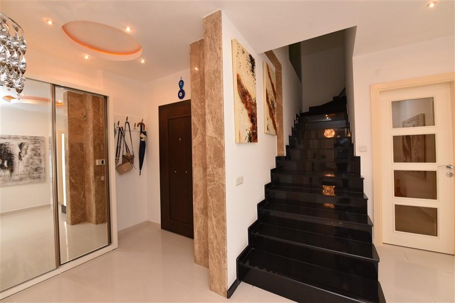 Двухуровневый пентхаус 4+1 с мебелью в центре Аланьи - Фото 2