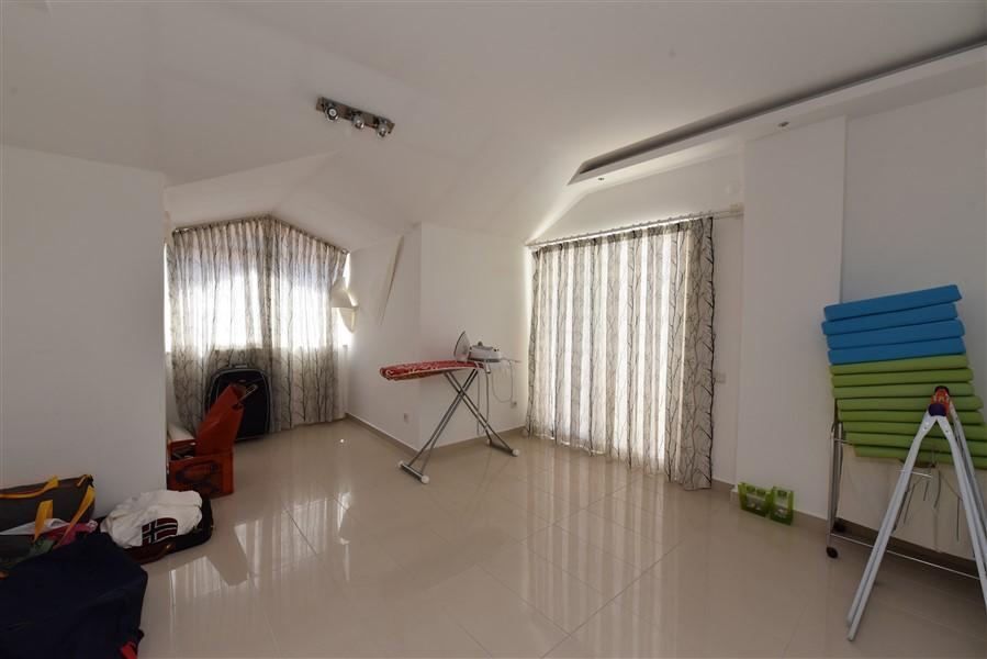 Двухуровневый пентхаус 4+1 с мебелью в центре Аланьи - Фото 30