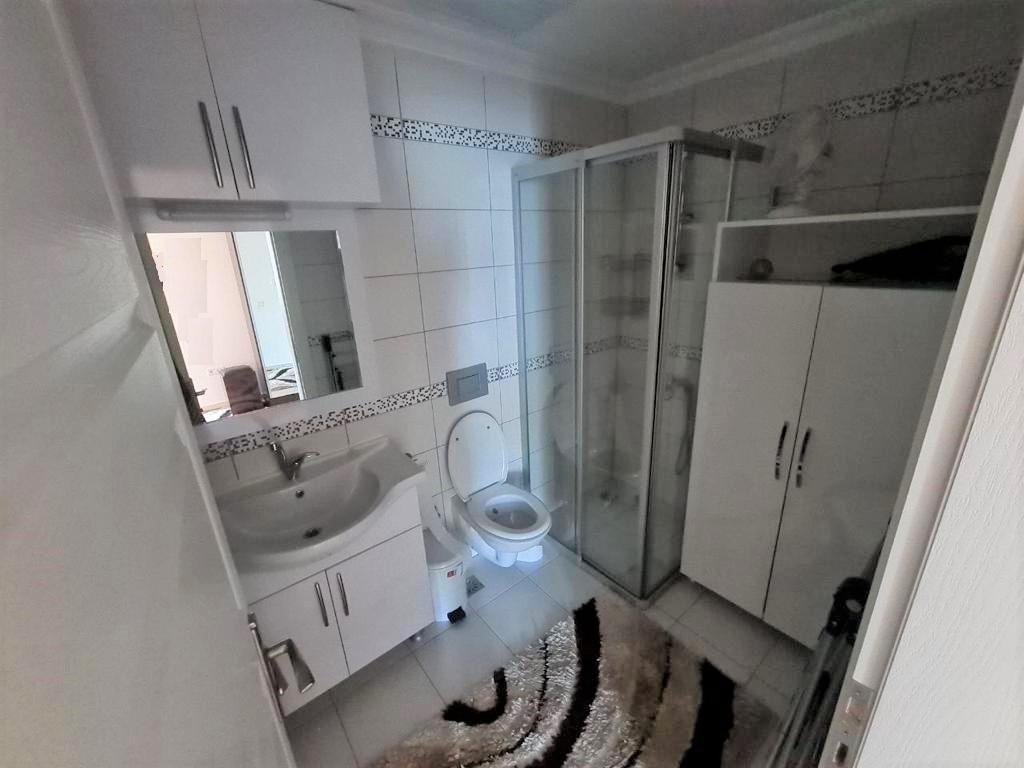 Просторную трёхкомнатную квартиру с мебелью и бытовой техникой - Фото 19