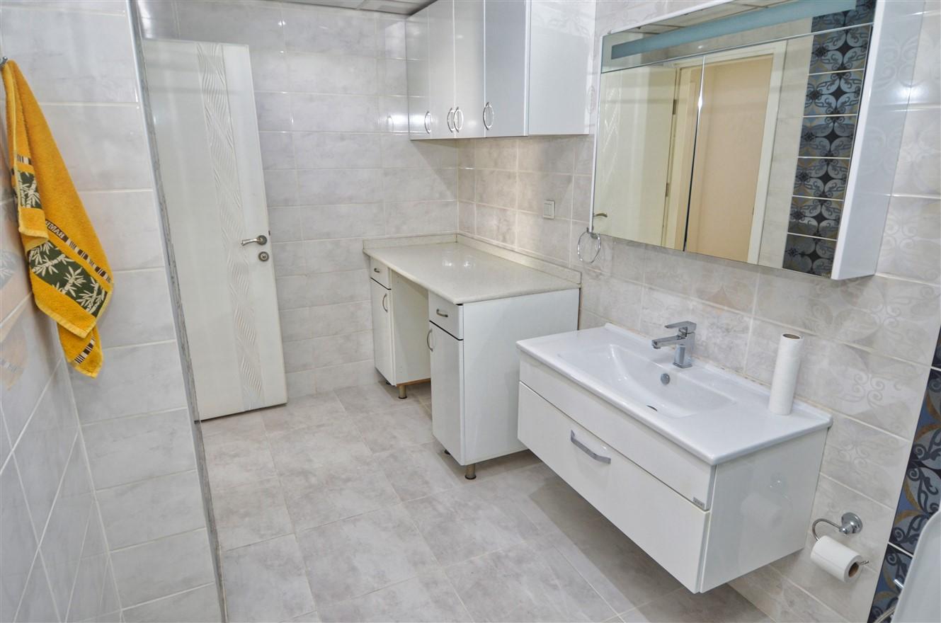 Четырёхкомнатная квартира с отдельной кухней в центральном районе Антальи - Фото 19