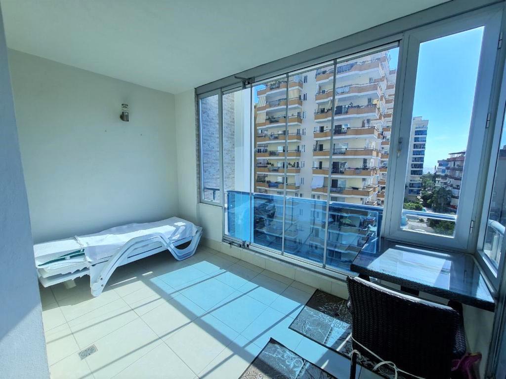 Просторную трёхкомнатную квартиру с мебелью и бытовой техникой - Фото 20