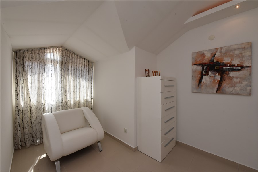 Двухуровневый пентхаус 4+1 с мебелью в центре Аланьи - Фото 41