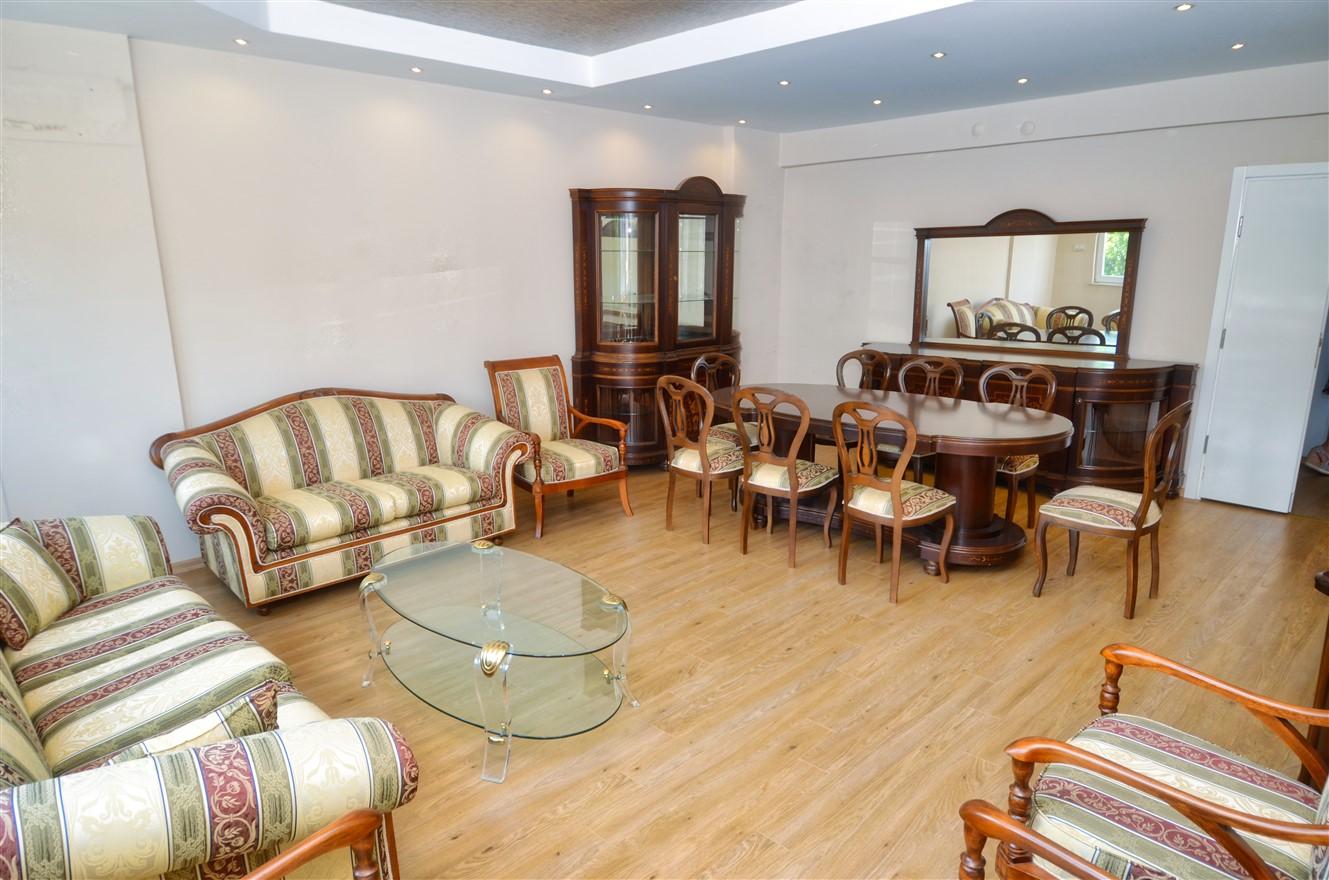 Четырёхкомнатная квартира с отдельной кухней в центральном районе Антальи - Фото 2