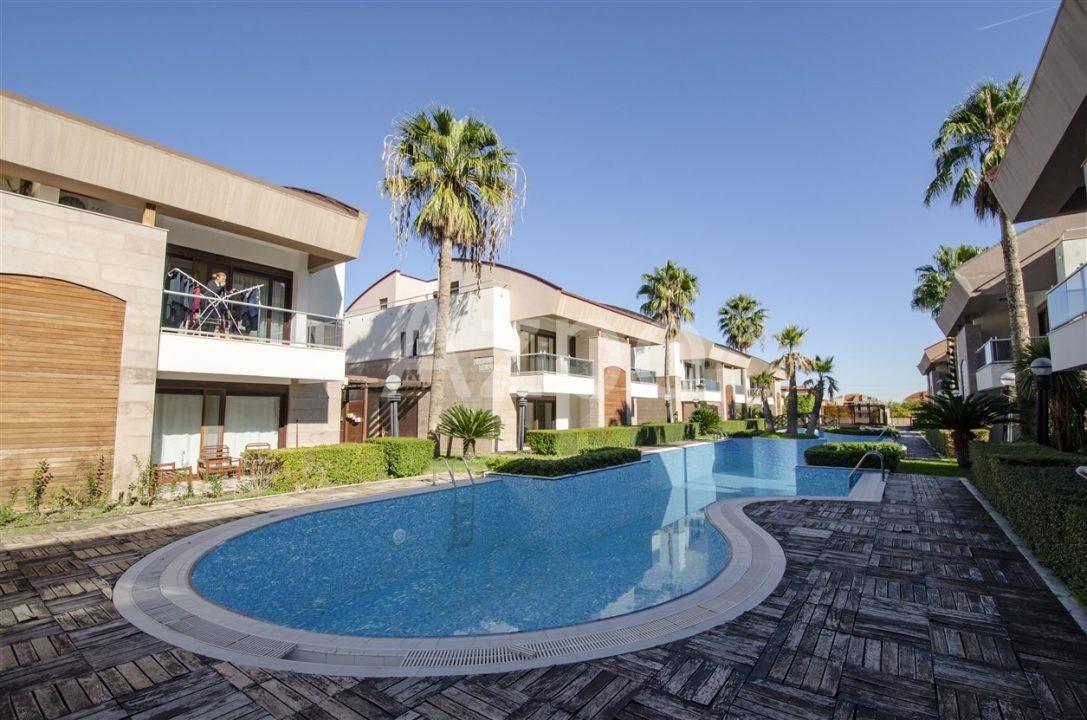 Двухэтажная вилла в комплексе с бассейном - Фото 16