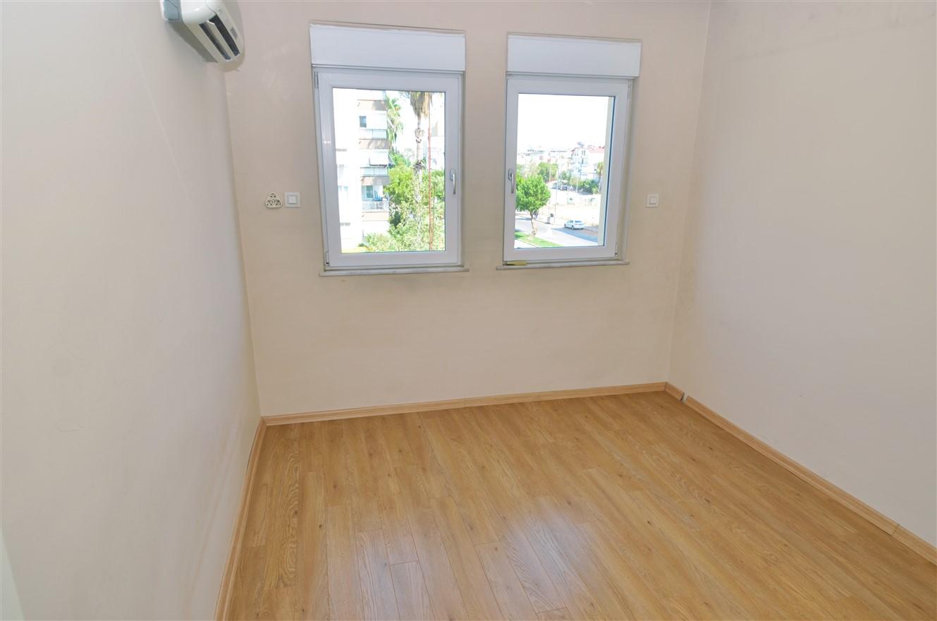 Четырёхкомнатная квартира с отдельной кухней в центральном районе Антальи - Фото 16