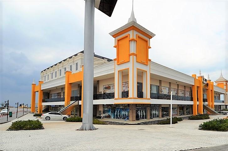 Торговое помещение в ТЦ в центре Окурджалара