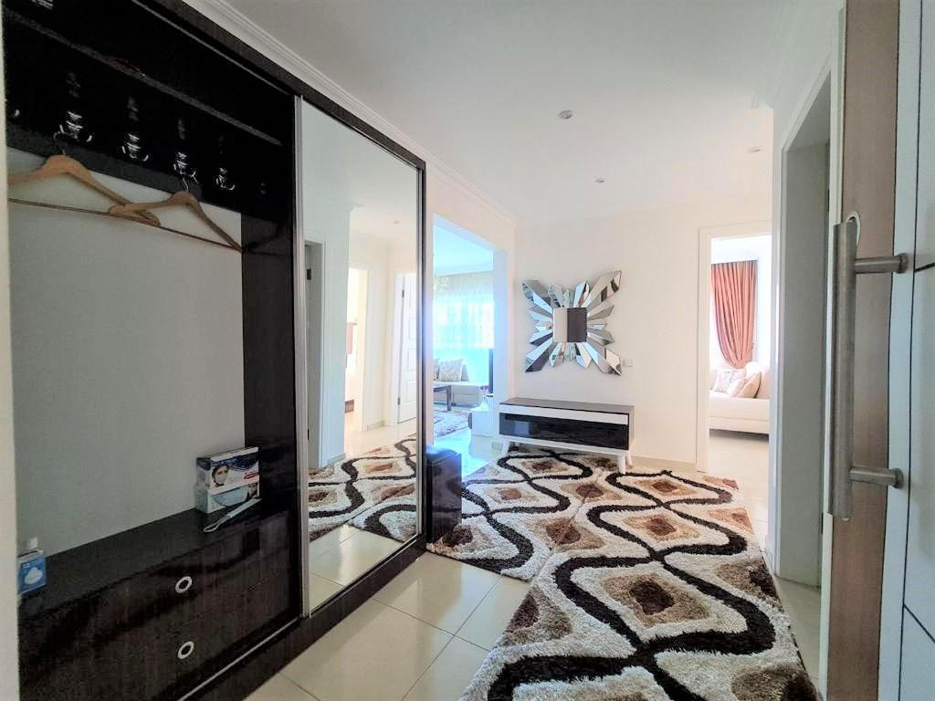 Просторную трёхкомнатную квартиру с мебелью и бытовой техникой - Фото 6