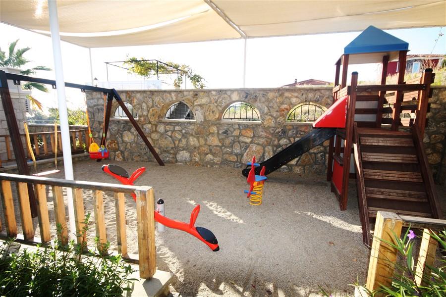 Вилла с просторной террасой и частным бассейном - Фото 41