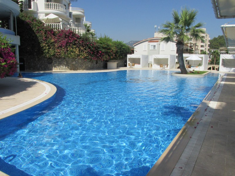 Вилла с просторной террасой и частным бассейном - Фото 42