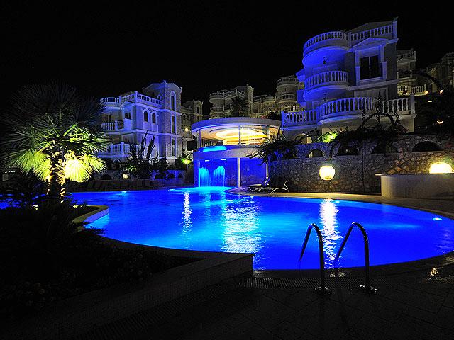 Вилла с просторной террасой и частным бассейном - Фото 44