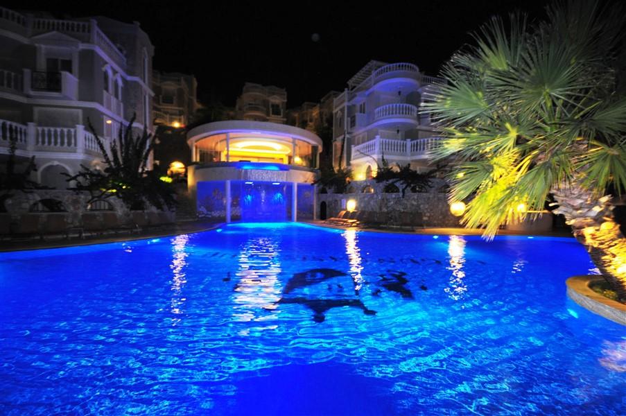 Вилла с просторной террасой и частным бассейном - Фото 45