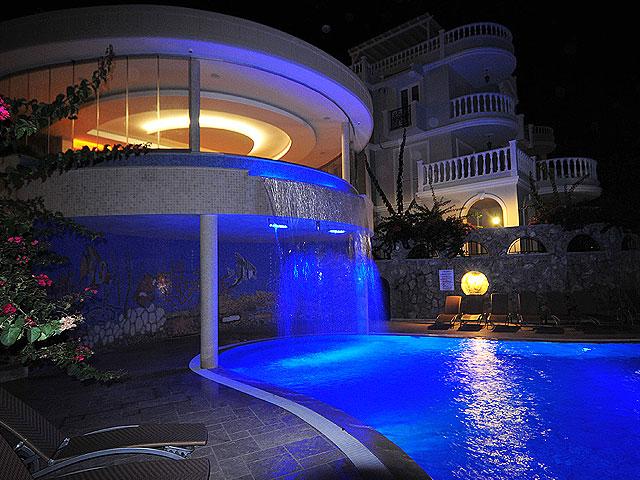 Вилла с просторной террасой и частным бассейном - Фото 46