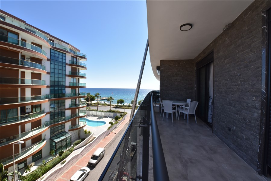Трёхкомнатная квартира с мебелью в 50 метрах от пляжа. - Фото 34